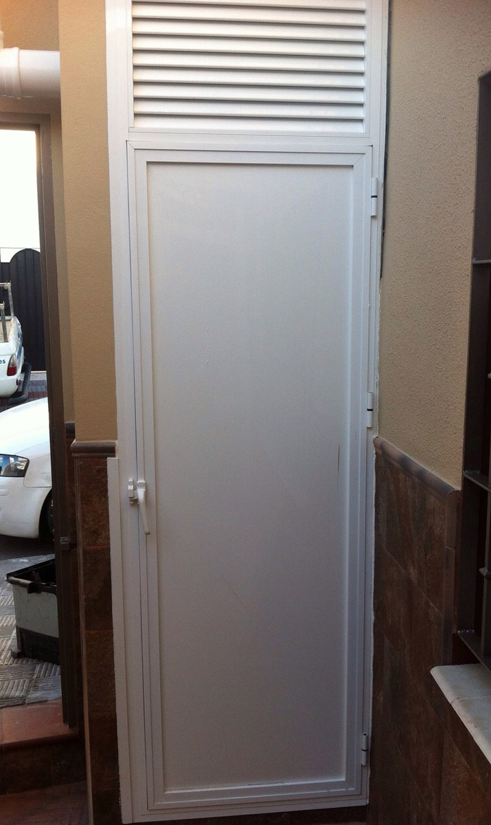 Puerta de aluminio blanca gallery of puerta aluminio - Puerta blindada blanca ...