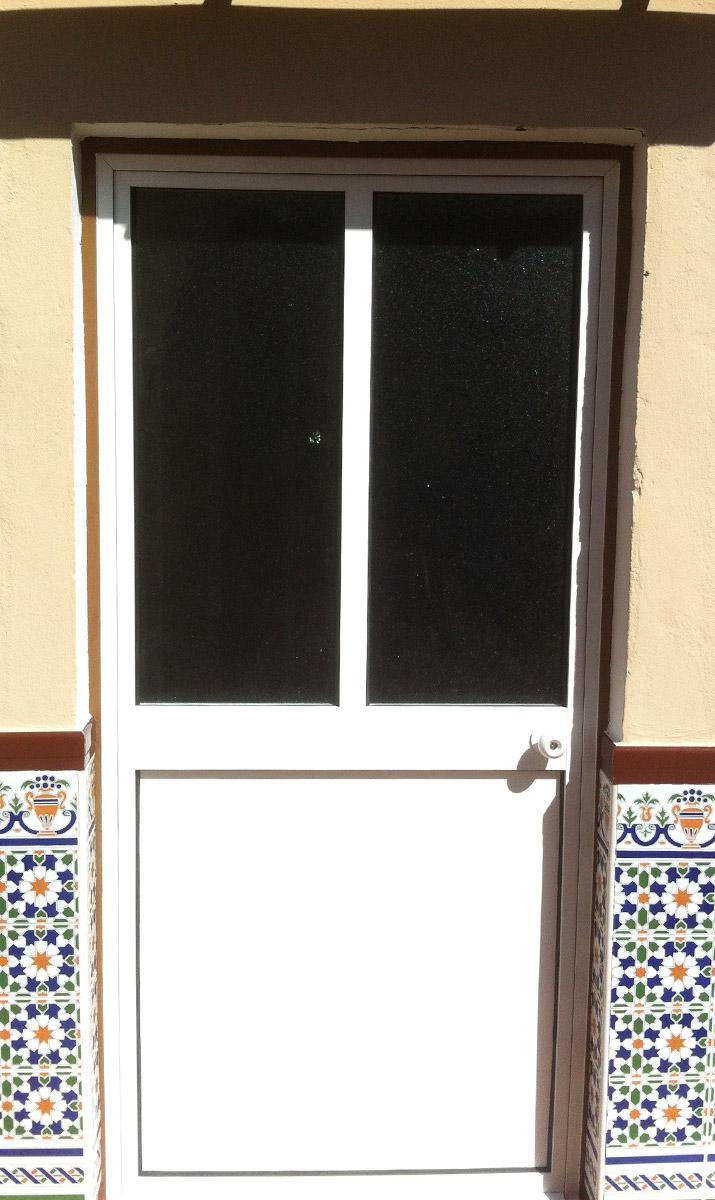 Puertas de aluminio blanco para exterior dcoration for Puerta corredera aluminio exterior