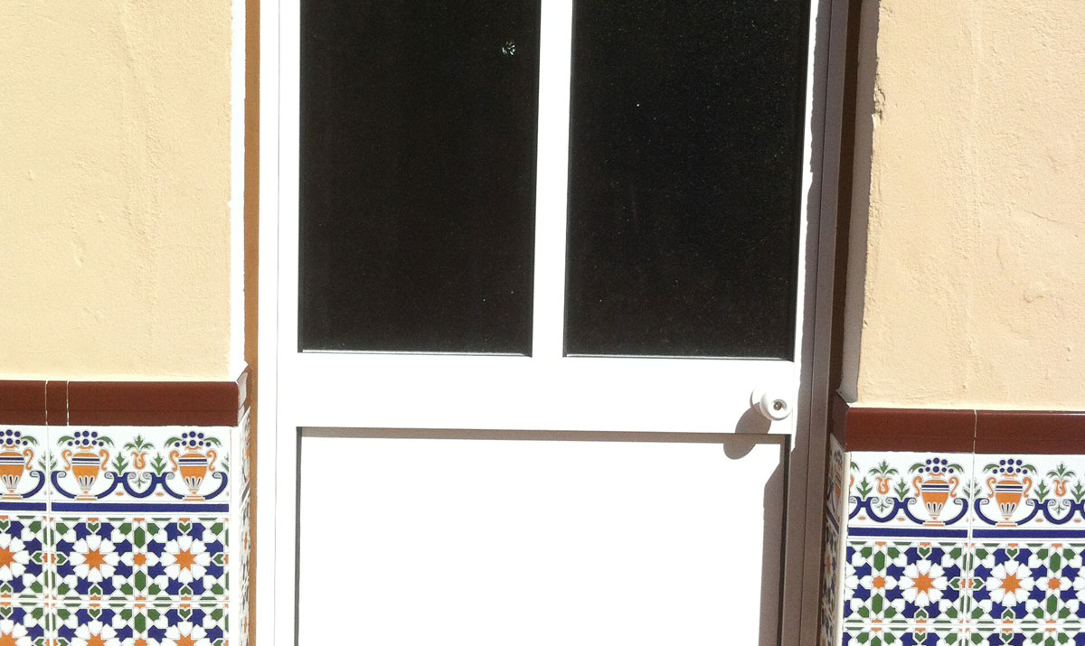 Puertas de aluminio para exterior fotos gallery of for Puertas de aluminio con vidrio para exterior