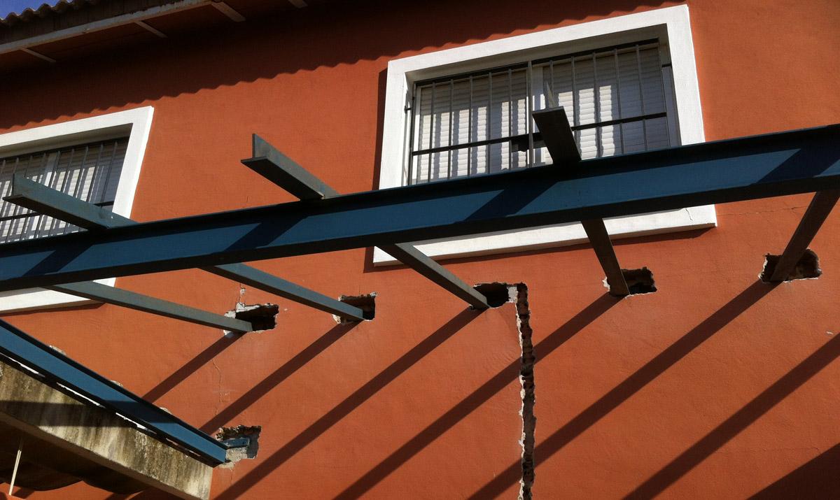 Vigas para techo – Materiales de construcción para la reparación