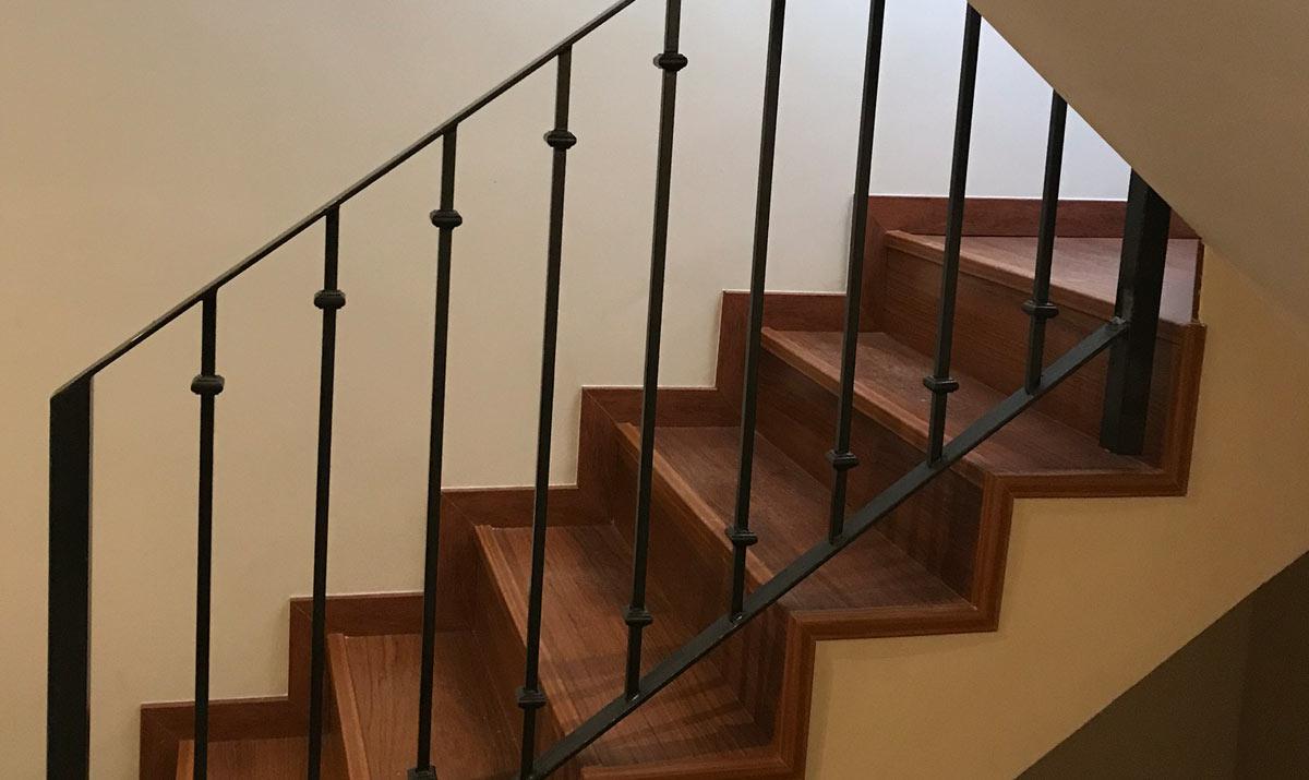 Barandas De Escaleras De Hierro. Escalera De Hierro Y Acero ...
