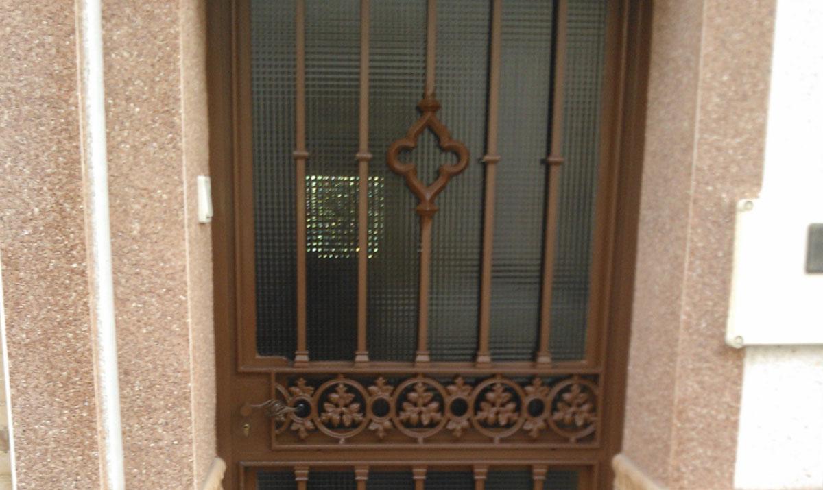 Puertas hierro exterior precios finest puerta corredera y for Puertas correderas hierro exterior